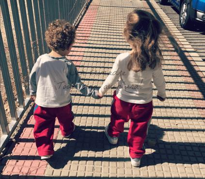 Criar dos hermanos que se llevan pocos meses