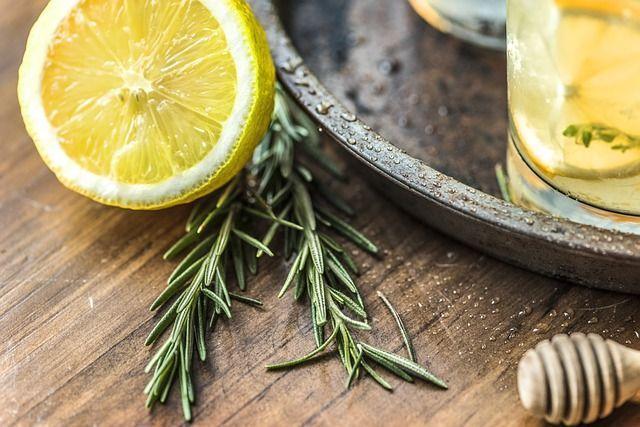 Zumo de limón para quitar la vaselina del pelo