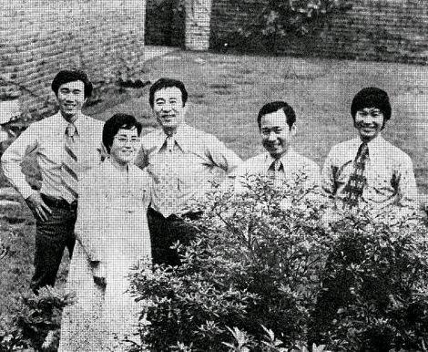 김동원씨 가족, 1972 동아일보의 약품광고에서 '건강과 행복'을 전하는 듯