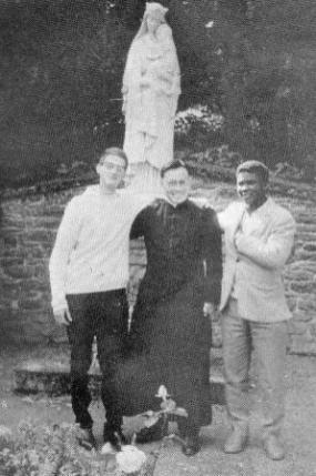 성 보누아 수도원에서 동료들과 함께 (1961)