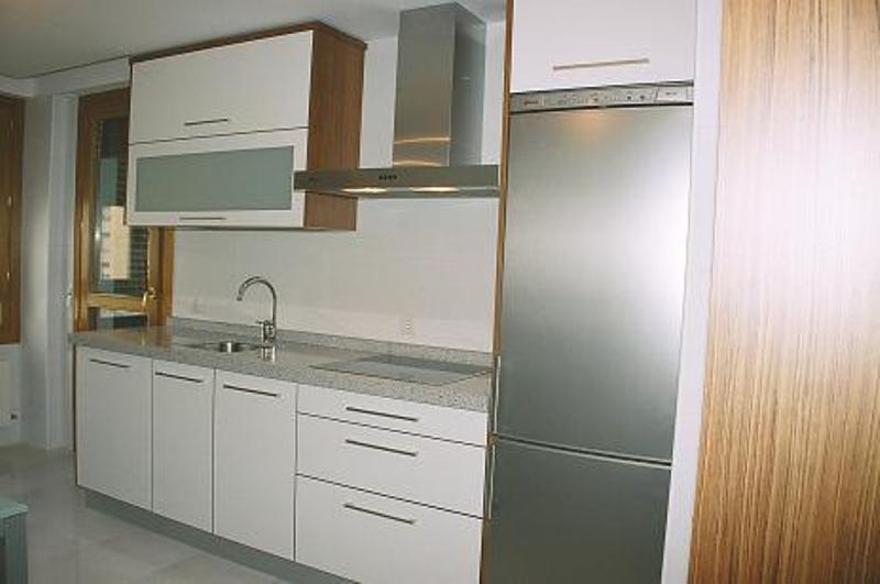 Muebles de cocina reformas y decoraci n de interiores en for Encimera blanco cristal
