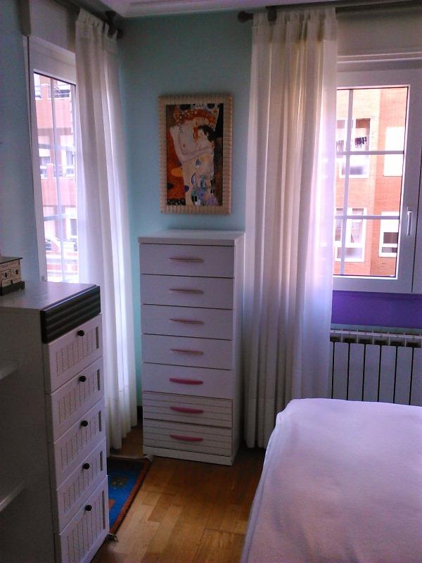 Dormitorio con demasiados elementos diferentes