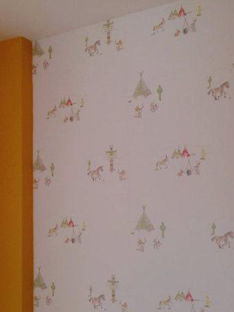 Empapelado dormitorio infantil indios naranja y verdes