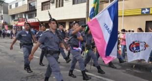 Polícia Militar participa de desfile (e condecora civis e militares com medalhas em evento) que marca o aniversário de Vila Velha e a colonização do solo espírito-santense