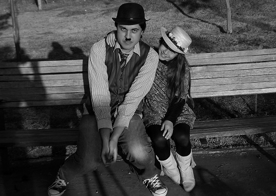 Atriz mirim protagoniza curtas de cinema mudo e lança single