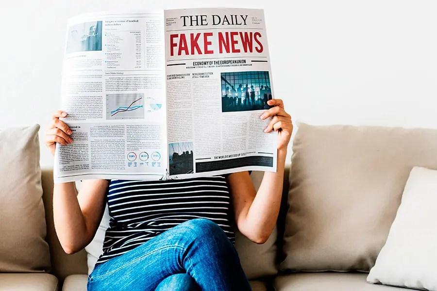 cómo influyen las fake news