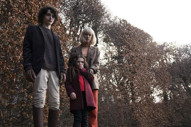 Stranger Things oyuncusundan korku filmi The Turning fragmanı yayında!