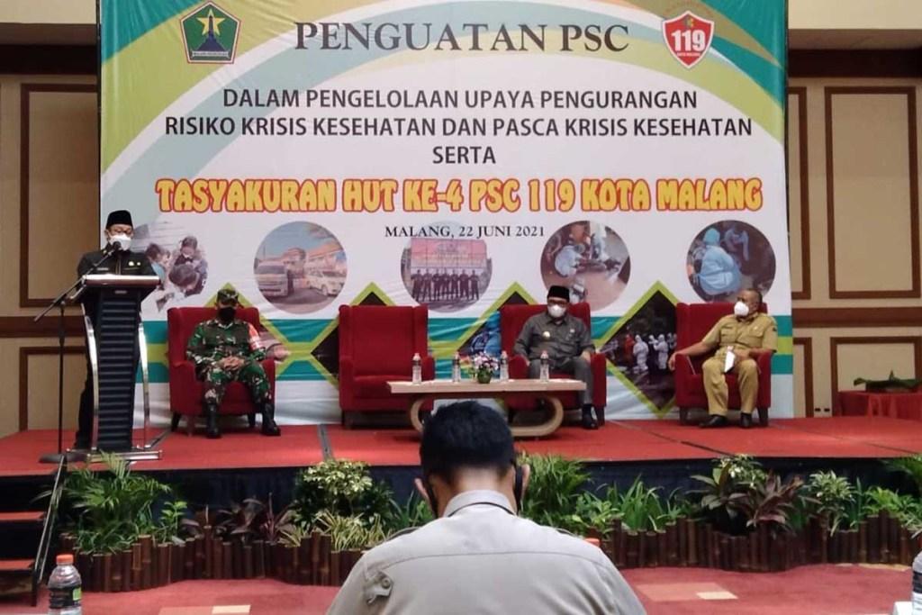 Walikota Malang, Drs H Sutiaji saat memberi pengarahan. (jaz) - Merangkak Usia ke-4, PSC 119 Kota Malang Tangani 358 Aduan pada 2021