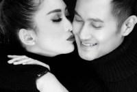 10 Potret Mesra Ririn Dwi Ariyanti dan Aldi Bragi ini Jadi Bukti Kalau Perbedaan Usia Dalam Pernikahan Bukanlah Sebuah Halangan!