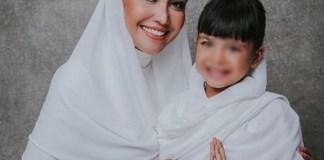 Kisah Perjuangan Denada Untuk Sang Putri Tercinta 2f96edf283
