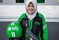 Driver Ojol Wanita ini Berhasil Lulus Kuliah dengan Predikat Cumlaude