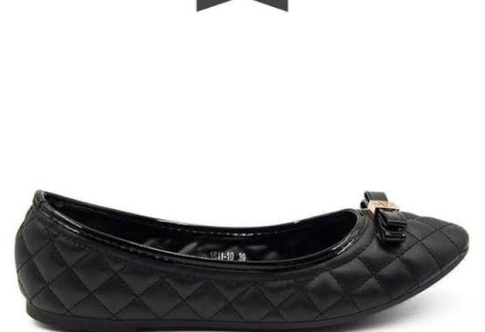 7 Rekomendasi Flat Shoes Wanita yang Manis dan Ternyaman