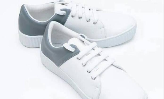 10 Rekomendasi Sneakers yang Sedang Tren untuk Para Wanita