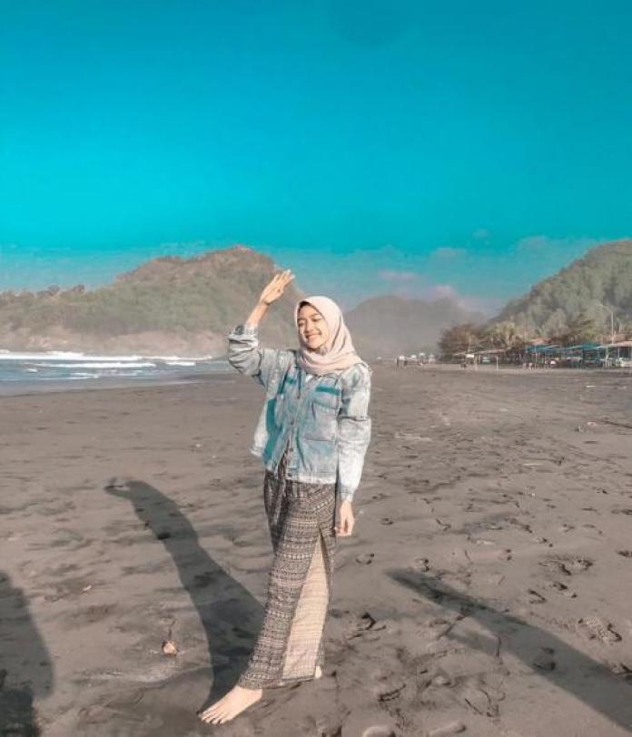 7 Inspirasi Outfit ke Pantai untuk Hijaber