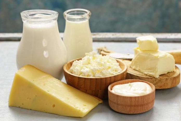 7 Jenis Makanan dan Minuman Ini Dapat Membantu Memutihkan Gigi Secara Alami