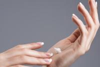 7 Rekomendasi Hand Cream yang Efektif Atasi Kulit Kering