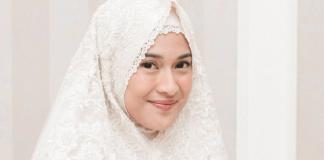 Merasa Bersalah Jika Tak Pernah Menyentuh Al-Qur'an, Dian Sastrowardoyo Ikuti Tadarus Online