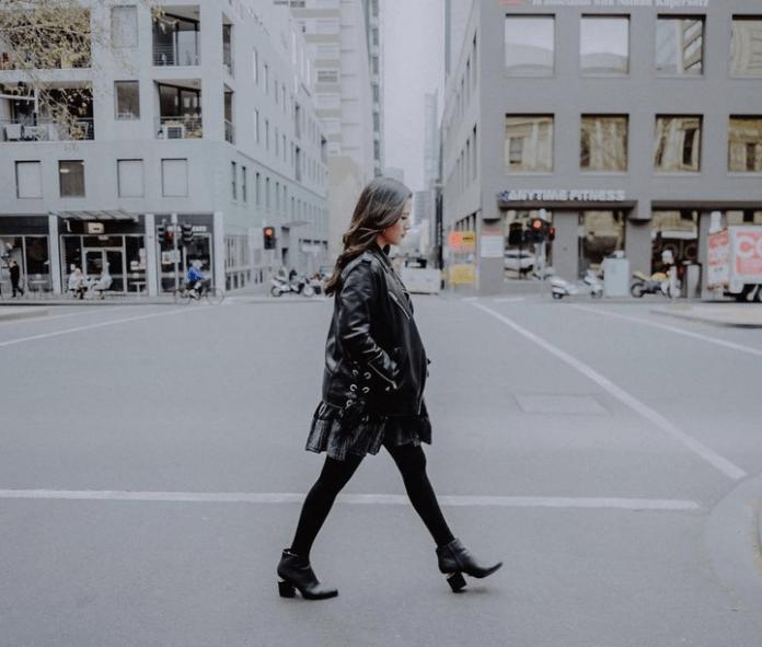 10 Tips Foto Agar Tubuh Terlihat Tinggi