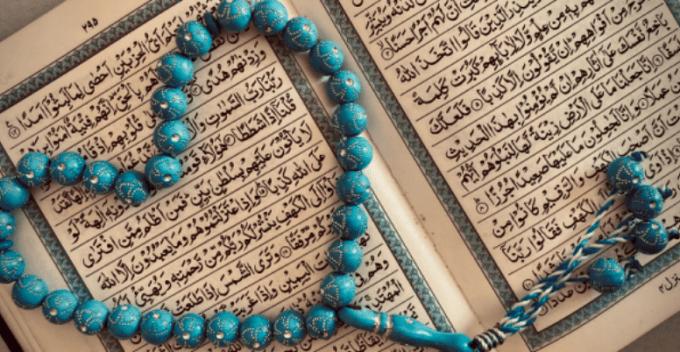 Nah, pada artikel kali ini Seruni juga ingin membahas mengenai sifat wajib bagi Allah yang berjumlah 20. Untuk lebih jelasnya, yuk simak ulasannya berikut ini: