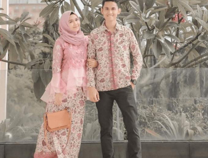 20 Model Baju Batik Couple Terbaru, Bikin Terlihat Kompak!