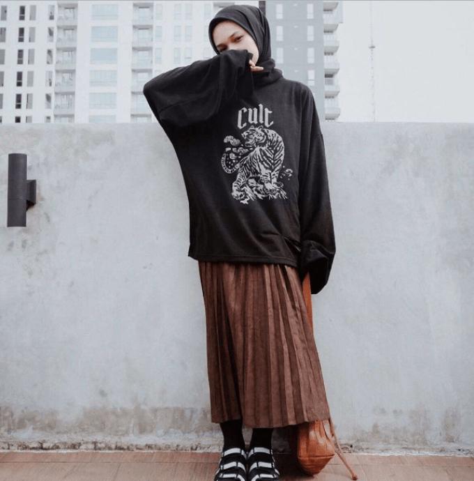 12 Inspirasi Padu Padan Hoodie untuk Wanita Berhijab