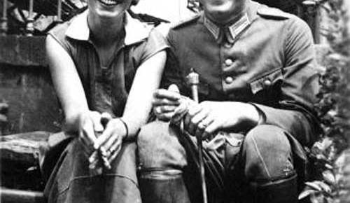claus and nina von stauffenberg young seated on steps black and white smiling