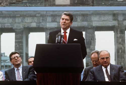 reagan speaking berlin wall brandenburg 1987 at www.servetolead.org