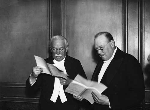david lloyd george with winston churchill reading together at www.servetolead.org