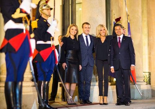 Emmanuel Macron Brigitte color candid www.servetolead.org
