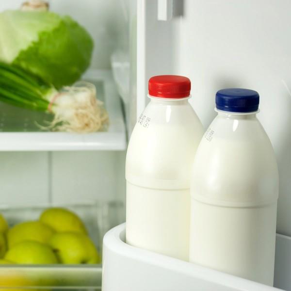 susu di dalam kulkas