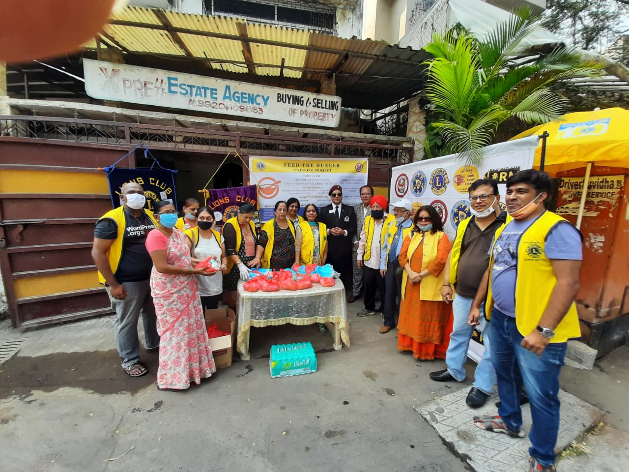 Lions feed the Hunger and distribute face masks in Mumbai