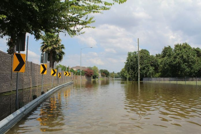 The combination of heavy rains and snowmelt explains the extent of flooding in Quebec.