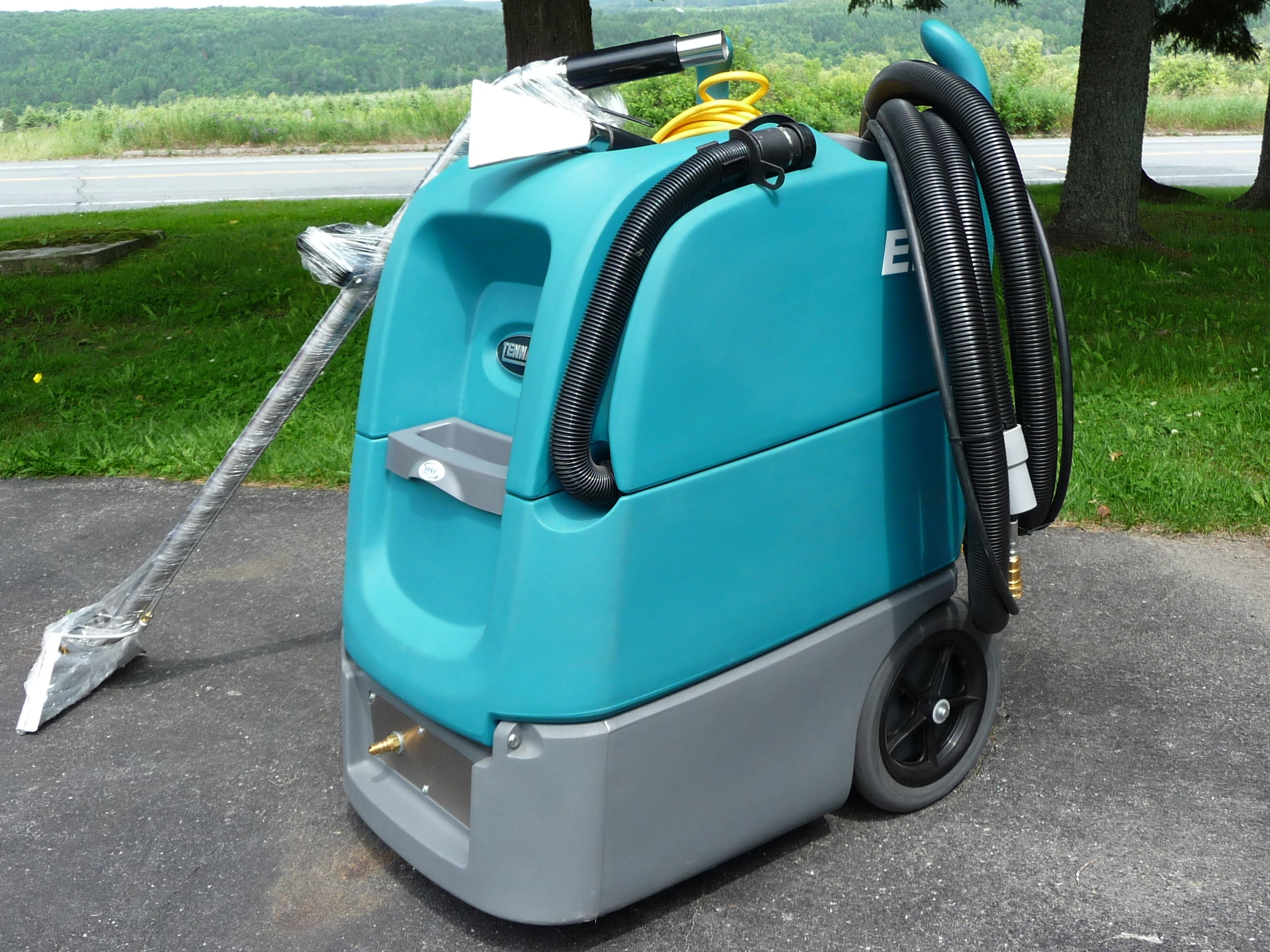 nous avons fait l acquisition d un nouvelle machine pour laver les tapis dans les edifices commerciaux nous offrons desormais ce service