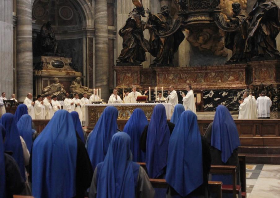 Las Servidoras (SSVM) y el Institute of the Incarnate Word (IVE) - La Fiesta de San Juan Pablo II en Italia