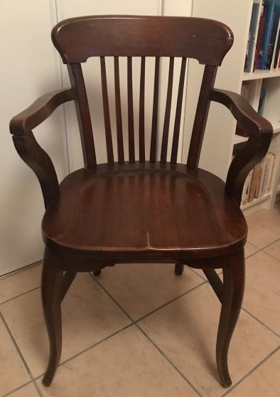 ancien fauteuil en bois vernis fonce