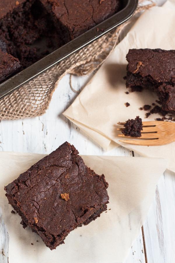 flourless-vegan-gingerbread-brownies