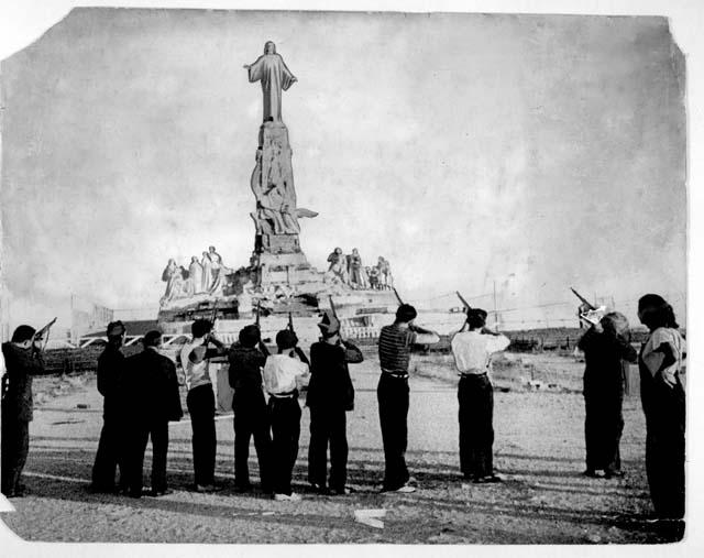 Rewolucjoniści hiszpańscy strzelają do Jezusa
