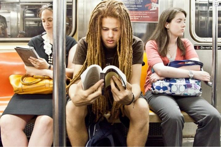 Książka w metrze 2