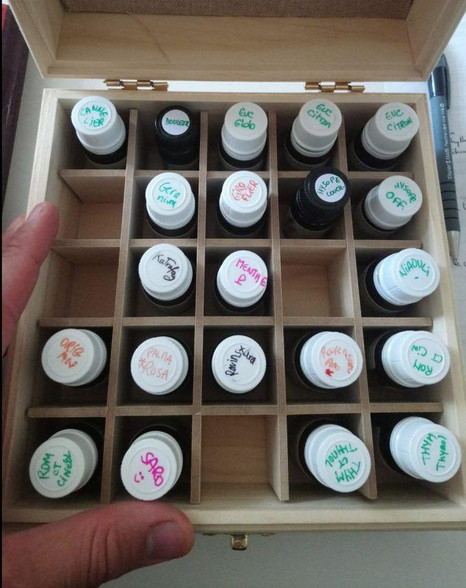 Un bel exemple de boite à huiles essentielles bien rangée (j'avoue tout, elle n'est pas de moi mais de mon amie Gaëlle !)