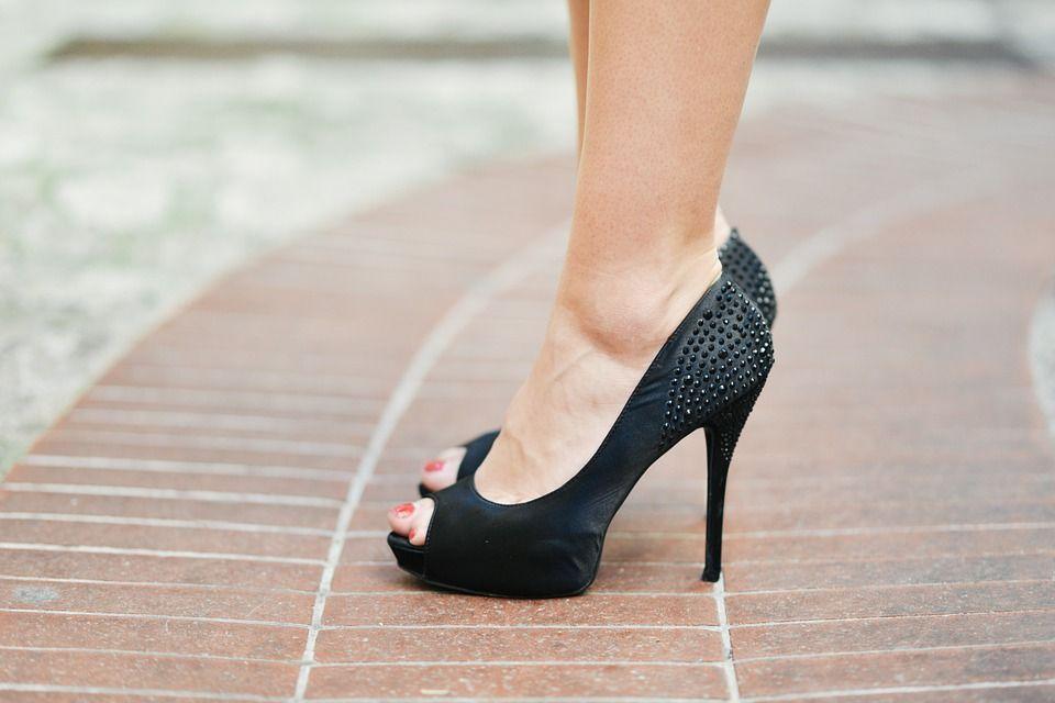 Les chaussures à talon, un facteur de risque important de jambes lourdes
