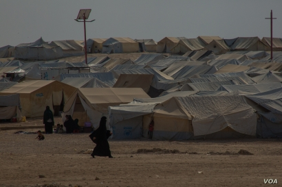 Camp officials say in the past week there have been attacks, escape attempts and open calls for a violent uprising in al-Hol Camp in Syria, Oct. 16, 2019. (Y. Boechat/VOA)