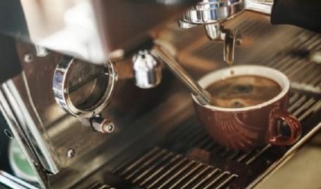 caff%C3%A8 al bar Per due italiani su tre niente colazione fuori casa dopo il lockdown