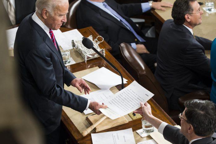 Geçiş Süreci Devam Ederken Seçiciler Kurulu Biden'ı 46. ABD Başkanı Olarak Seçti