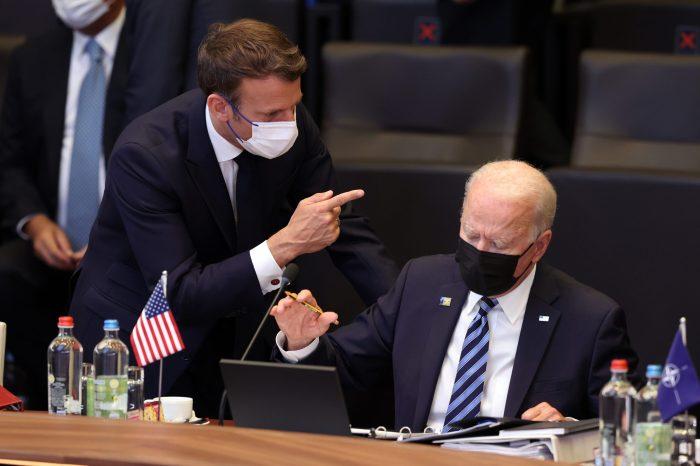 Biden ve Macron Diplomatik Krizi Çözmeye Çalışıyor