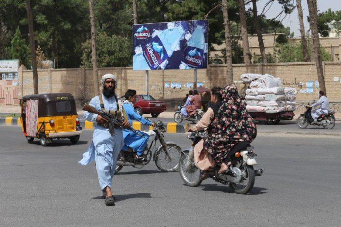 Afganistan'daki Yeni Taliban Hükümetine Tepkiler