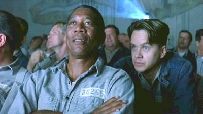 Red e Andy assistindo um filme em Shawshank