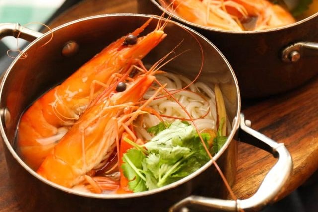 PARKROYAL Spice Brasserie Prawn Noodles 800x533 10 Hotels In Singapore With Special National Day 2018 Dining & Staycation Promos