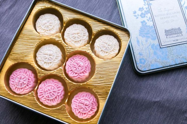 Raffles Hotel Mooncake 2018 1 15 Unique Mooncake Flavours In 2018 That'll Fly Your Taste Buds To The Moon