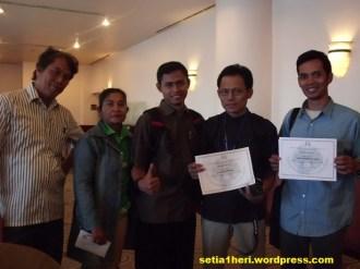 bersama bapak Hamid Pattilima dari YKAI (nomor 2 dari kanan)