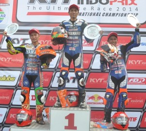 Sigit PD di podium pertama race kelas 125cc seri 3 Indoprix 2014